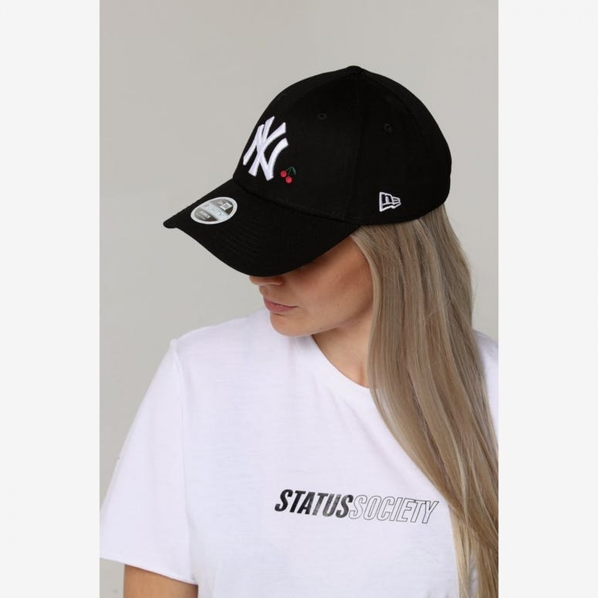 58709b7e37b Venue Store NEW ERA New York Yankees 940 Womens Strapback Cap - Black Fruit  Free Delivery Over  100